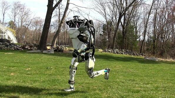 Атлас започна да тича! Видео на бягащ на някъде робот!