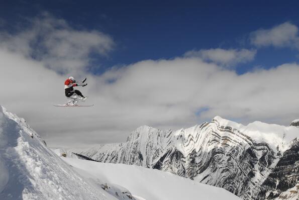 Първият бекфлип със sit-ski в света (видео)