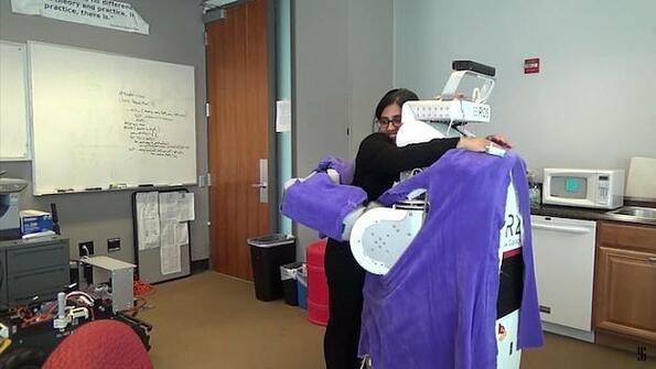 Робот на деня: гигантска машина за прегръдки
