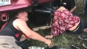 Идиот за половин година напред: американка си заклещи главата в ауспуха...