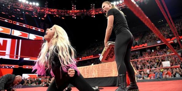 Ронда Роузи получи 30-дневно наказание, защото избухна на WWE Monday Night RAW
