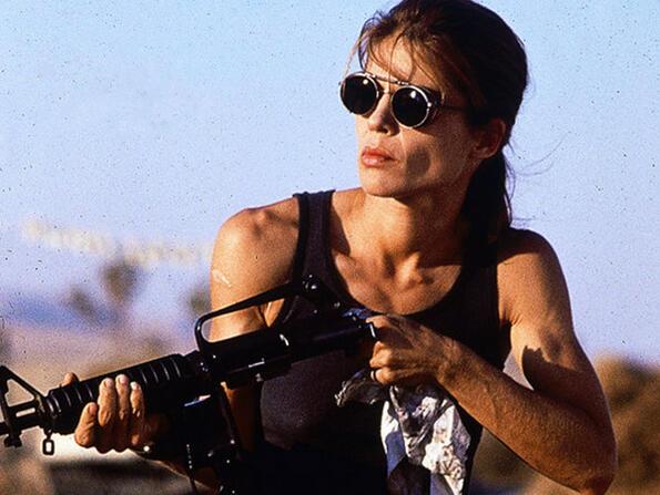 <p>Колкото и да са неустоими, надали искаш да заставаш на пътя на тези мацки. А най-добрата част? Зад въпросните героини седят истински лица - готини актриси, които ритат задници във всичко, което правят.</p> <p>Например: Сара Конър (Линда Хамилтън)</p>