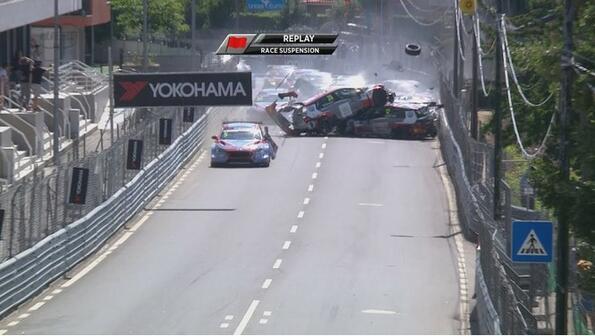 На гран при Португалия се разбиха всички коли!