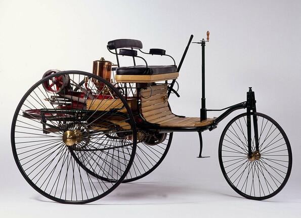 Продават реплика на първият автомобил в историята!
