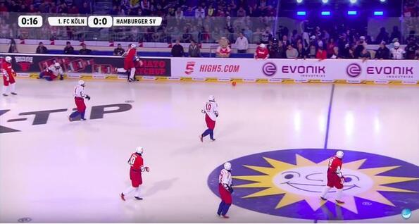 Ако има хокей на трева, има ли футбол на лед? Няма да повярваш!