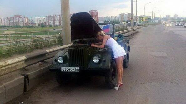 Внимание! Жени зад волана!