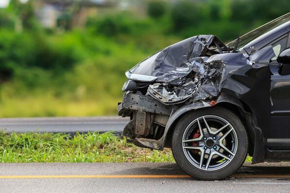 Хора, унищожаващи колите си, докато правят глупави неща