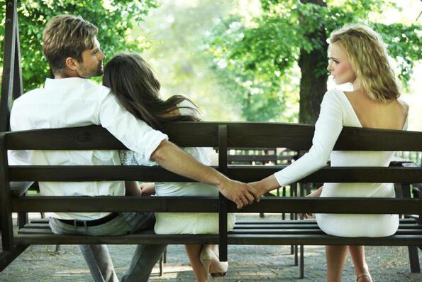 С приятели, със съседи или с непознати: с кои най-често се изневерява?