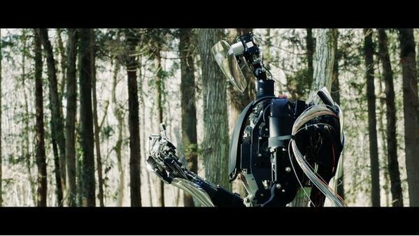 Този робот има човекоподобни ръце!