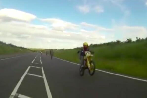 Да откраднеш мотор, да вдигнеш 304 км/ч на обществен път и да поставиш световен рекорд!