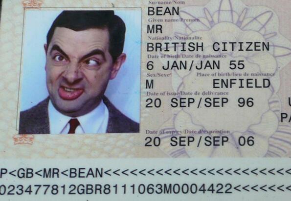 Защо е забранено да се усмихваш на снимките за документи?