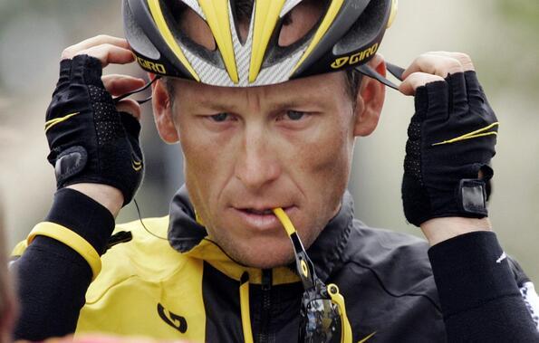 Ланс Армстронг публикува кърваво селфи след като се преби с колело
