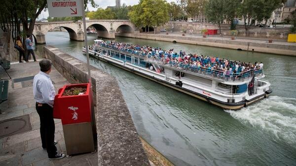 Парижани се опълчиха срещу уличните писуари!