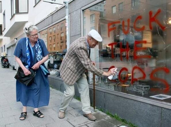 Старци, готови да ритат задници