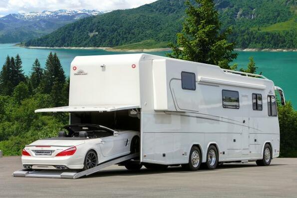 Толкова голяма каравана, че има и гараж за колата!!!