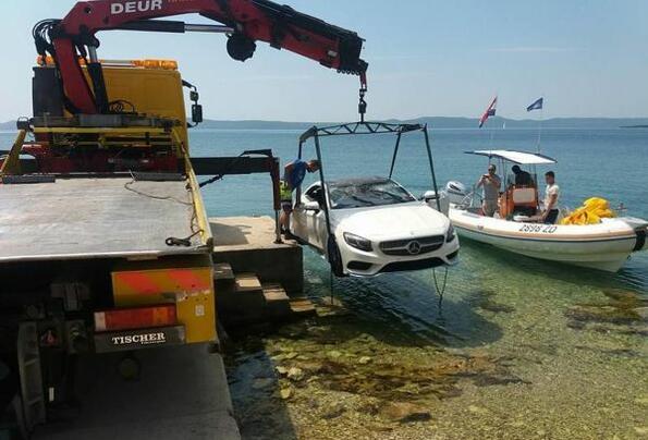 Идиот на седмицата: да потопиш чисто нов Mercedes-AMG S 63 заради селфи!