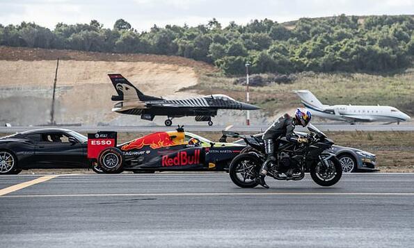 Самолет, мотор, болид и електоромобил: гонката на века!