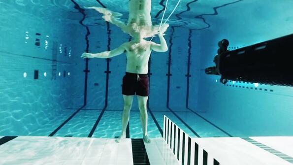 Колко далече може да стигне куршумът под вода?