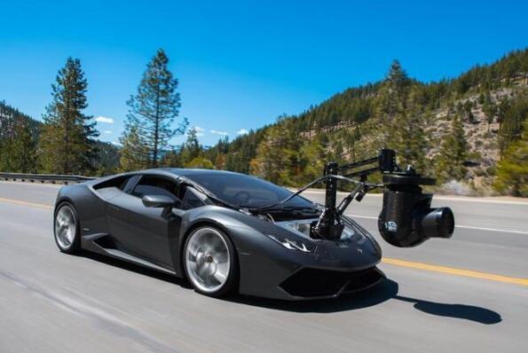 Виж как се снимат суперавтомобилите с висока скорост!