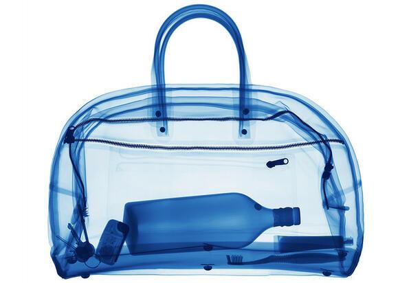 Съвет без думи: как правилно да скриеш и превозваш вино в багажа
