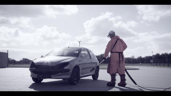 Може ли да се унищожи автомобил с водоструйка?