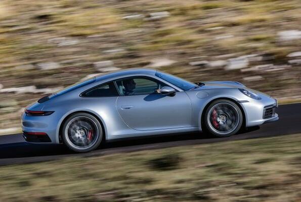 Нов прочит на класиката: Porsche показа новото 911