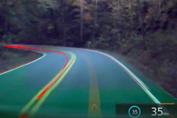 Как автопилотът на Tesla вижда шосето: 360-градусово видео