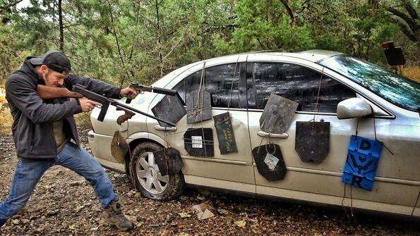 Можеш ли сам да си бронираш колата и тя да издържи на куршумите
