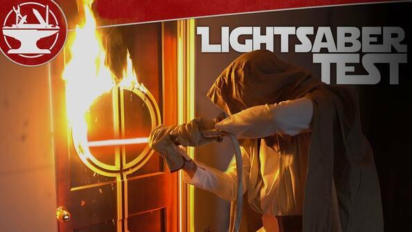 Истински светлинен меч, който разрязва врата: 2500°