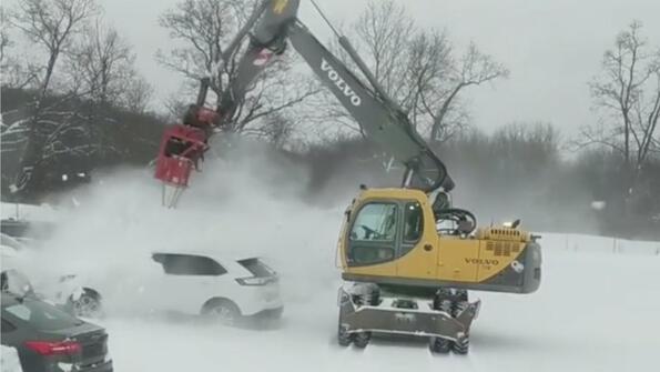 Най-бързият начин да изчистиш колата от снега: видео