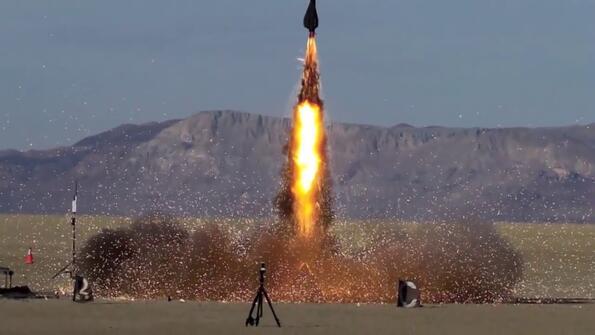 10 най-диви изстрелвания на самоделни ракети!