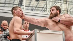 Огромен мъж от Сибир по прякор Пелмена спечели шампионата по шамари!