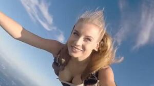 Клипчета на мацки, скачащи с парашут