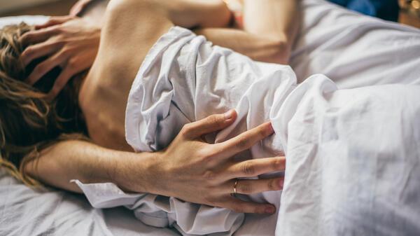 Защо жените обичат да се гушкат след секс, а мъжете - не?